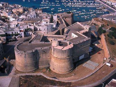 Описание и снимки на пристанище Бриндизи , Италия от круизен маршрут