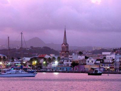 Описание и снимки на пристанище Фор дьо Франс, Мартиника от круизен маршрут