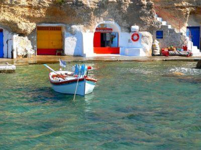 Описание и снимки на пристанище о-в Милос, Гърция от круизен маршрут