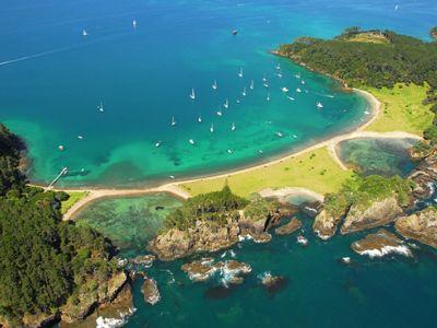 Описание и снимки на пристанище Бей ъф Айлъндс, Нова Зеландия от круизен маршрут
