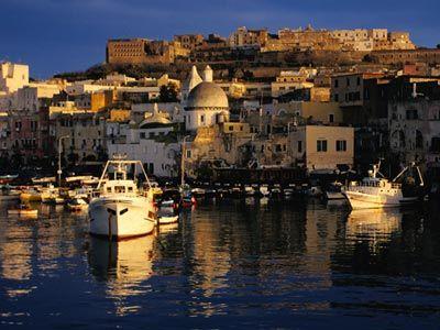 Описание и снимки на пристанище Неапол, Италия от круизен маршрут