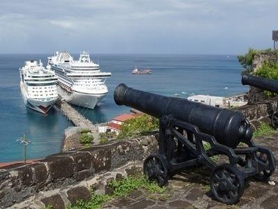 Описание и снимки на пристанище Сейнт Джордж, Гренада от круизен маршрут