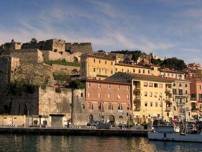 Описание и снимки на пристанище Портоферайо, Италия от круизен маршрут