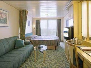 Описание на каюта Superior Oceanview Stateroom – категория D1 на круизен кораб NAVIGATOR of the Seas  – обзавеждане, площ, разположение