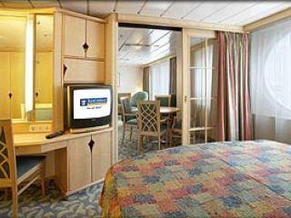 Описание на каюта Royal Family Suite – категория FS на круизен кораб NAVIGATOR of the Seas  – обзавеждане, площ, разположение