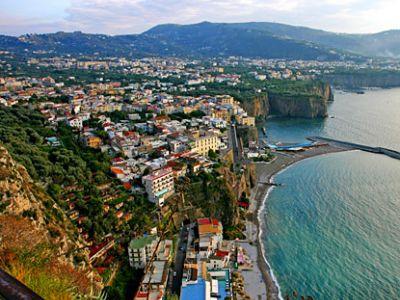 Описание и снимки на пристанище Соренто, Италия от круизен маршрут
