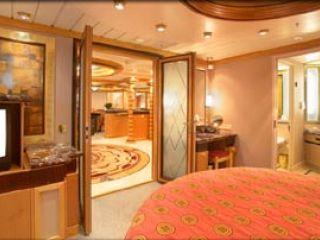 Описание на каюта Royal Suite – категория RS   на круизен кораб ADVENTURE of the Seas – обзавеждане, площ, разположение