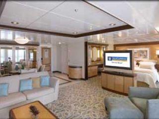 Описание на каюта Owner's Suite - категория OS на круизен кораб LIBERTY of the Seas – обзавеждане, площ, разположение