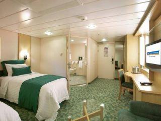 Описание на каюта Large Interior Accessible - категория AZ на круизен кораб OASIS of the Seas – обзавеждане, площ, разположение