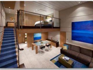 Описание на каюта Sky Loft Suite Balcony –  двуетажен апартамент  - категория SL на круизен кораб OASIS of the Seas – обзавеждане, площ, разположение