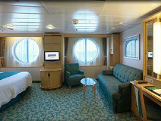 Описание на каюта Външна семейна каюта - категория FO на круизен кораб FREEDOM of the Seas – обзавеждане, площ, разположение