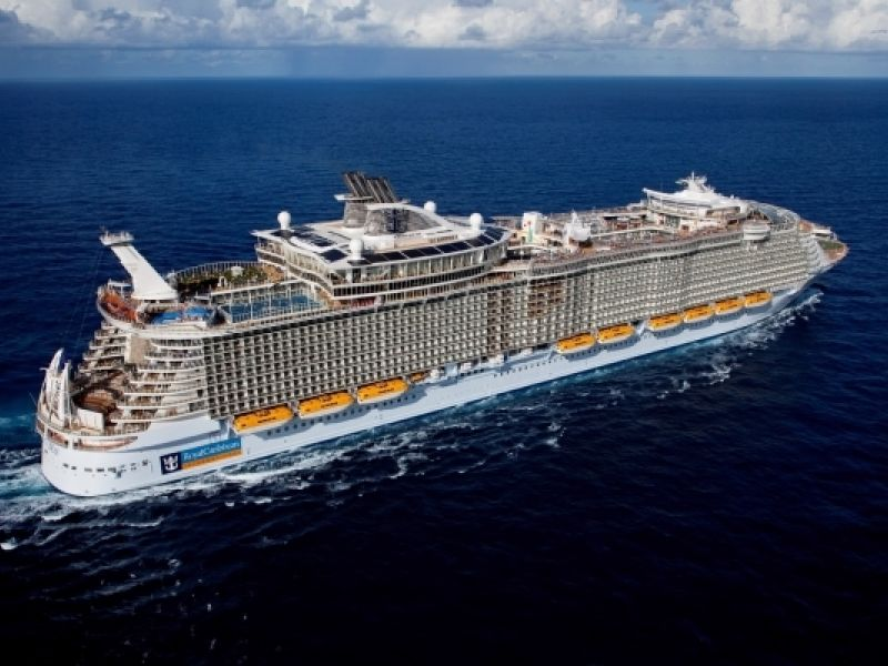 Круизен кораб ALLURE Of The Seas на Royal Caribbean Intl.