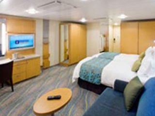 Описание на каюта Family Promenade Stateroom – категория FI на круизен кораб ALLURE Of The Seas – обзавеждане, площ, разположение