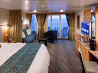 Описание на каюта Junior Suite – малък апартамент, категория JS  на круизен кораб ALLURE Of The Seas – обзавеждане, площ, разположение