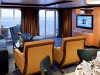 Описание на каюта Owner's Suite – луксозен апартамент, категория OS на круизен кораб ALLURE Of The Seas – обзавеждане, площ, разположение