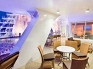 Описание на каюта Aquatheater Suite Balcony – категория А1 -А3 на круизен кораб ALLURE Of The Seas – обзавеждане, площ, разположение