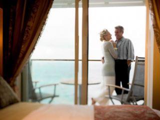 Описание на каюта Каюти с балкон (категория SV) на круизен кораб Celebrity EQUINOX – обзавеждане, площ, разположение