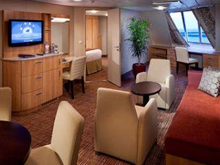 Описание на каюта Семейни каюти с балкон (категория FV) на круизен кораб Celebrity EQUINOX – обзавеждане, площ, разположение