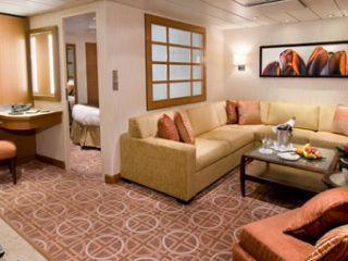 Описание на каюта Апартаменти Celebrity Suite (категория CS) на круизен кораб Celebrity EQUINOX – обзавеждане, площ, разположение