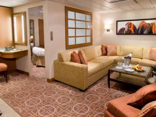 Описание на каюта Апартаменти Celebrity Suite (категория CS) на круизен кораб Celebrity SOLSTICE – обзавеждане, площ, разположение