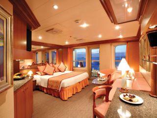 Описание на каюта Голям апартамент с балкон - категория GS на круизен кораб Costa MEDITERRANEA – обзавеждане, площ, разположение