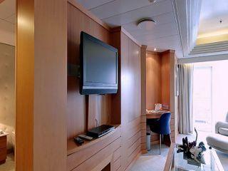 Описание на каюта Голям апартамент с балкон - Категория GS на круизен кораб Costa neoRIVIERA – обзавеждане, площ, разположение
