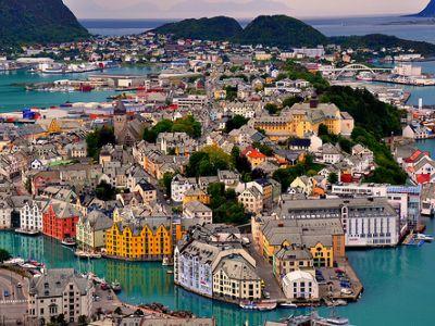 Описание и снимки на пристанище Олесунд, Норвегия от круизен маршрут