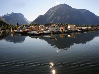 Описание и снимки на пристанище Ондалснес, Норвегия от круизен маршрут