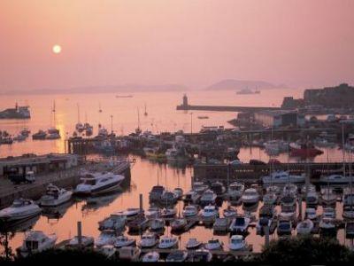 Описание и снимки на пристанище Сейнт Питър Порт (Гърнзи), Обединеното кралство от круизен маршрут