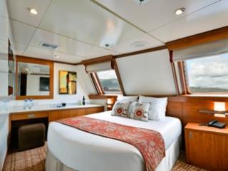 Описание на каюта Elite Ocean View Stateroom - категория XE на круизен кораб Celebrity Xperience – обзавеждане, площ