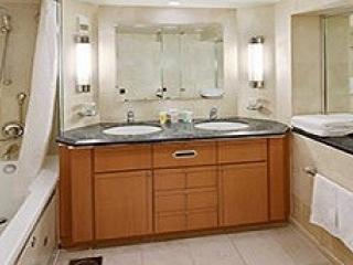 Описание на каюта Grand Suite - 1 Bedroom – голям апартамент, категория GS на круизен кораб VOYAGER of the seas – обзавеждане, площ