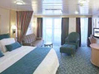 Описание на каюта Junior Suite - Малък апартамент с балкон категория J4 на круизен кораб INDEPENDENCE  of the seas – обзавеждане, площ