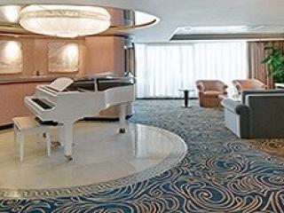 Описание на каюта Royal Suite with Balcony, категория RS на круизен кораб INDEPENDENCE  of the seas – обзавеждане, площ