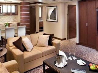 Описание на каюта Royal Suite - Кралски апартамент – категория RS на круизен кораб Celebrity Silhouette – обзавеждане, площ