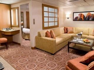 Описание на каюта Celebrity Suite - Голям апартамент – категория CS на круизен кораб Celebrity Reflection – обзавеждане, площ