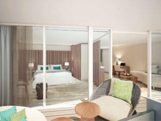 Описание на каюта Royal Suite - Кралски апартамент – категория RS на круизен кораб Celebrity Flora – обзавеждане, площ