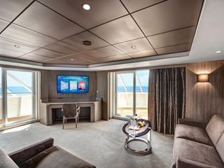 Описание на каюта ВИП апартамент - MSC Yacht Club Royal Suite на круизен кораб MSC Bellissima – обзавеждане, площ