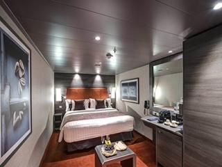 Описание на каюта ВИП апартамент - MSC Yacht Club Interior Suite на круизен кораб MSC Bellissima – обзавеждане, площ