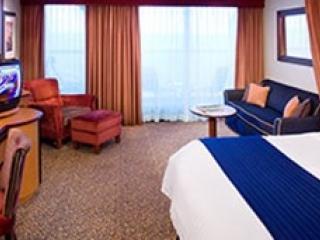 Описание на каюта Junior Suite - Малък апартамент с балкон категория J3 на круизен кораб SERENADE of the seas – обзавеждане, площ