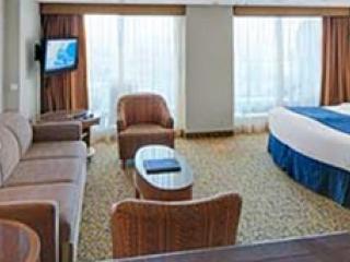 Описание на каюта Grand Suite - 1 Bedroom - Голям апартамент с една спалня - категория GS на круизен кораб SERENADE of the seas – обзавеждане, площ