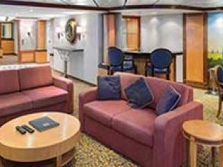 Описание на каюта Royal Suite with Balcony, категория RS на круизен кораб SERENADE of the seas – обзавеждане, площ