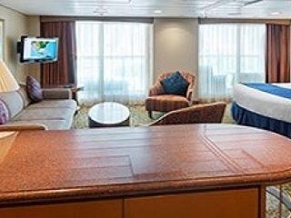 Описание на каюта Grand Suite - 1 Bedroom - Голям апартамент с една спалня - категория GS на круизен кораб BRILLIANCE of the seas – обзавеждане, площ