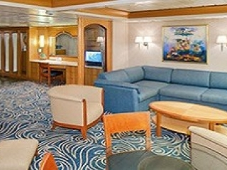 Описание на каюта Owner's Suite - 1 Bedroomy - категория OS на круизен кораб ENCHANTMENT of the Seas – обзавеждане, площ