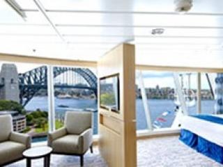 Описание на каюта Ocean View Panoramic Suite - категория VP на круизен кораб EXPLORER Of The Seas  – обзавеждане, площ