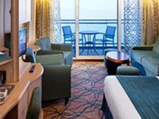 Описание на каюта Junior Suite - Малък апартамент с балкон категория J4 на круизен кораб GRANDEUR Of The Seas  – обзавеждане, площ