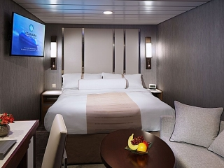 Описание на каюта Club Interior Stateroom - Вътрешна каюта - категория 12 на круизен кораб Azamara Pursuit – обзавеждане, площ