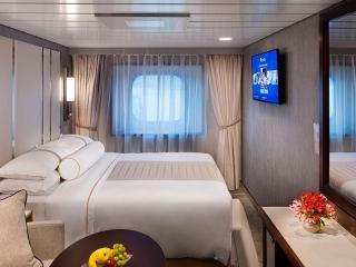 Описание на каюта Club Oceanview Stateroom (Obstructed View) - външна каюта с ограничен изглед - категория 8 на круизен кораб Azamara Pursuit – обзавеждане, площ