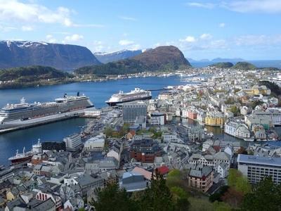 Описание и снимки на пристанище Алесунд , Норвегия от круизен маршрут
