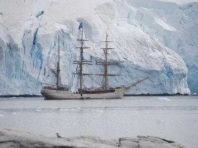 Описание и снимки на пристанище О-в Елефант, Антарктика от круизен маршрут