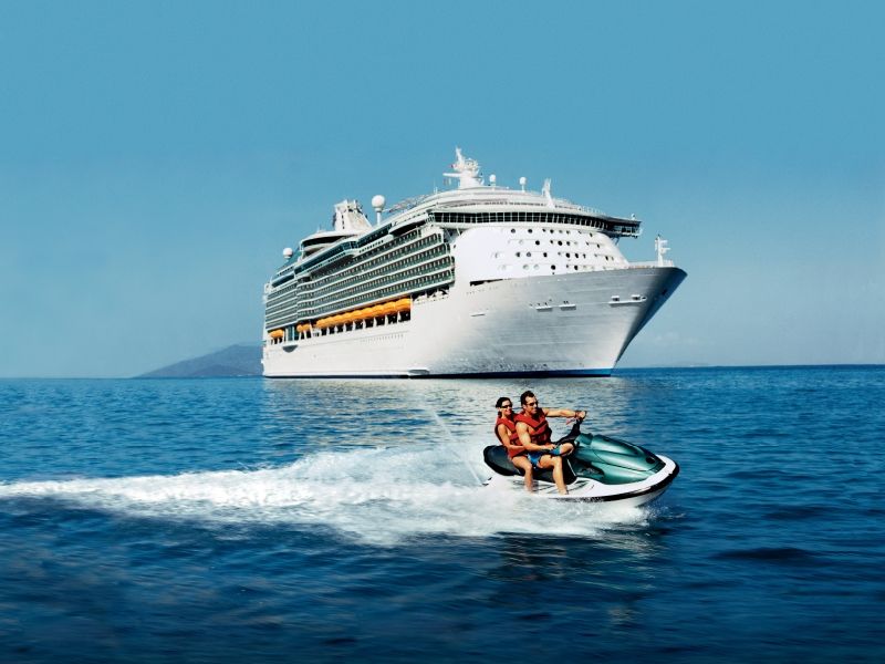 Круизен кораб NAVIGATOR of the Seas  на Royal Caribbean Intl.